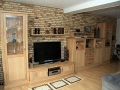 Wohnzimmerschrank mit verschiedenen Höhen und Tiefen
