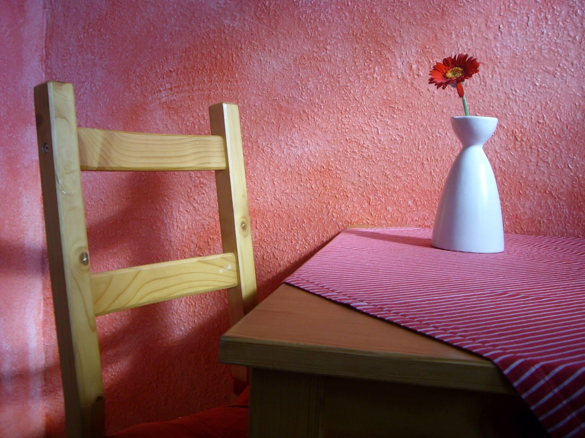 massivholz und farbe so kombinieren sie eindrucksvoll. Black Bedroom Furniture Sets. Home Design Ideas